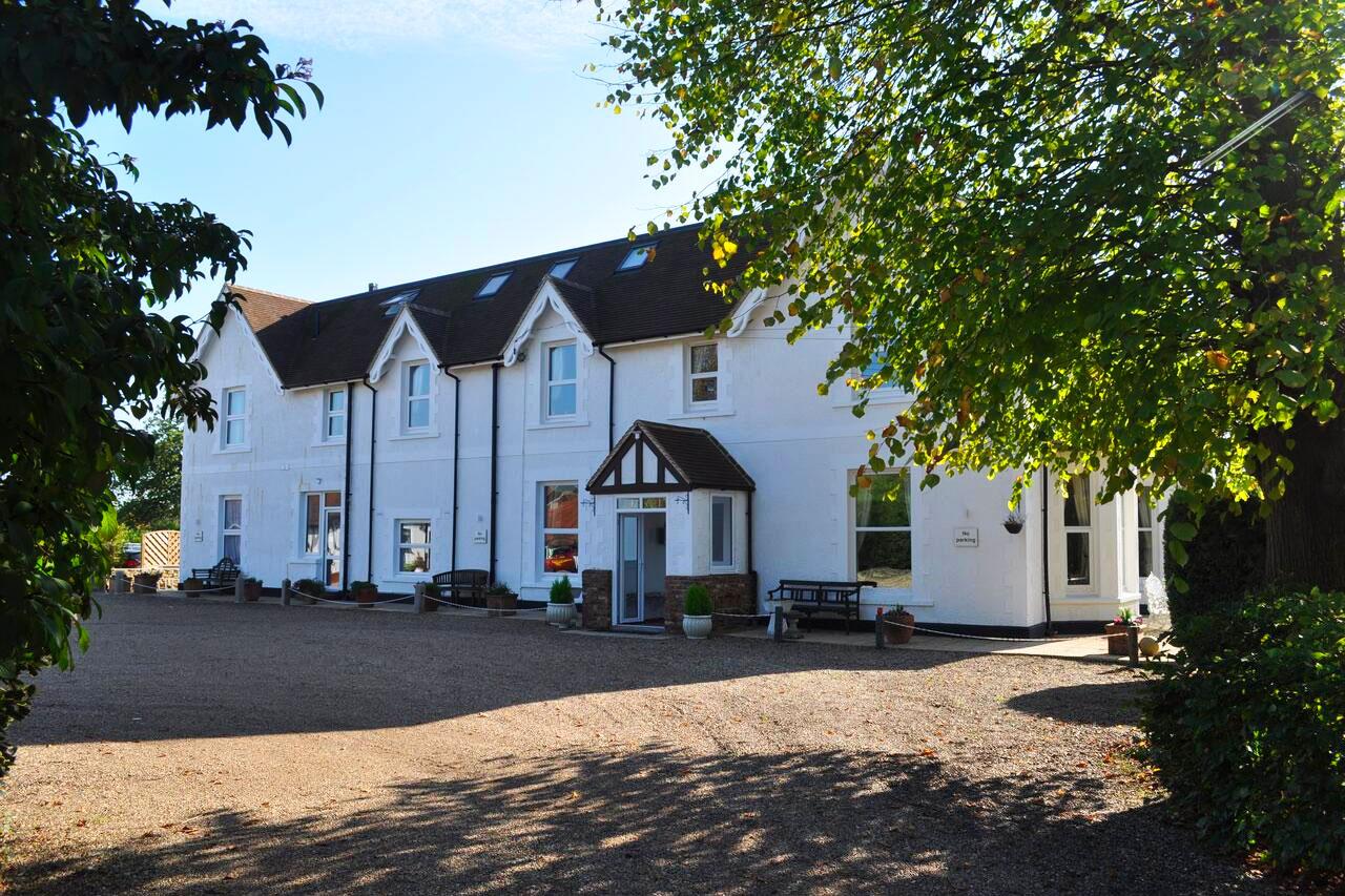 Hookwood Lodge Hotel